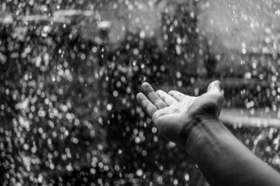 革底で滑って転ばないように!!雨の日の滑り止め対策。