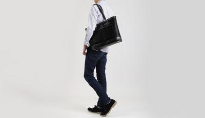 肩掛けしやすいお好みの長さに調節可能なところがポイント多機能ナイロントート