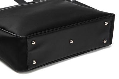 バッグ底鋲は、汚れにくい5つ。 地面においても、底鋲があれば安心。バッグ底鋲の有り無しはかなり重要