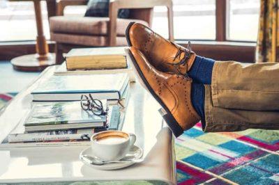カジュアルにもドレスカジュアルにも履ける革靴は、これ!