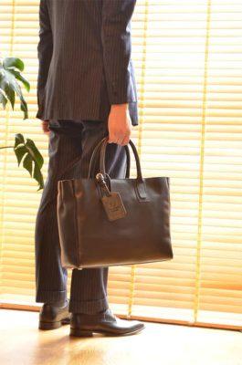 きれいめスタイルで使える、「ビジネス・レザートートバッグ」クロスビーブラック CROSBY BLACK