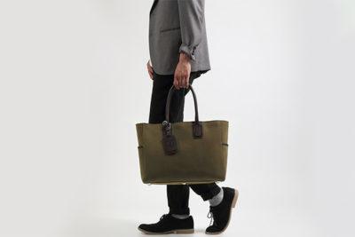 【メンズ】ビジネスに使えるレザートートバッグが多機能に生まれ変わったクロスビー2 CROSBY-II MILITARY GREEN