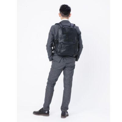 スーツ・セットアップに合わせやすい仕事鞄:レザーリュックブラック黒