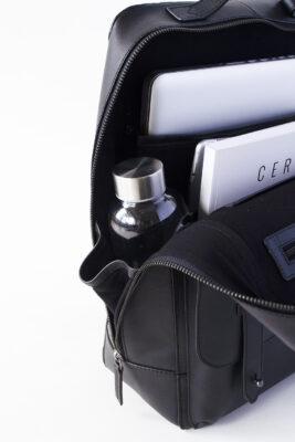 AVERY: ユニセックス バックパック・リュック ペットボトルや水筒も入る再度ポケット