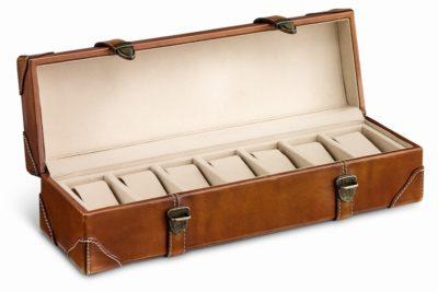 留め具が2つ付きで、しっかりと締められる。レザーウォッチケース