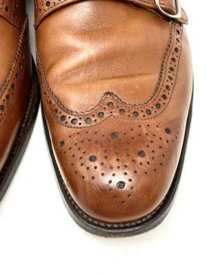 革靴お手入れ前の状態:つま先が擦れている。