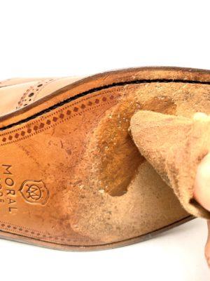 革靴お手入れ革底にも同じクリームを塗ってしまいます!