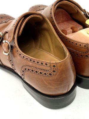 革靴お手入れ前の状態:踵も擦れている。