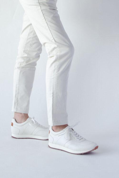 レザースニーカー白ホワイト ビジネス向けシンプルで上品な高級感あるおすすめスニーカー ジェット
