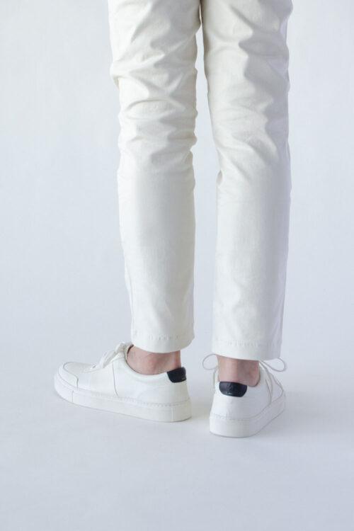 レザースニーカー白ホワイト ビジネス向けシンプルで上品な高級感あるおすすめスニーカー カイ