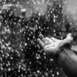 突然の豪雨!革靴が水に濡れてしまった時のお手入れ方法!